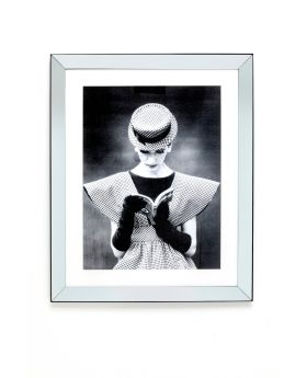 Framed Picture Reading Beauty 85X105